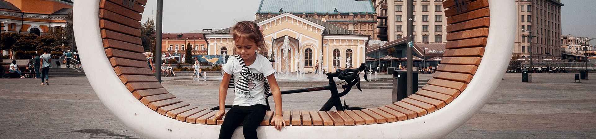 solemn-child_wide-photo